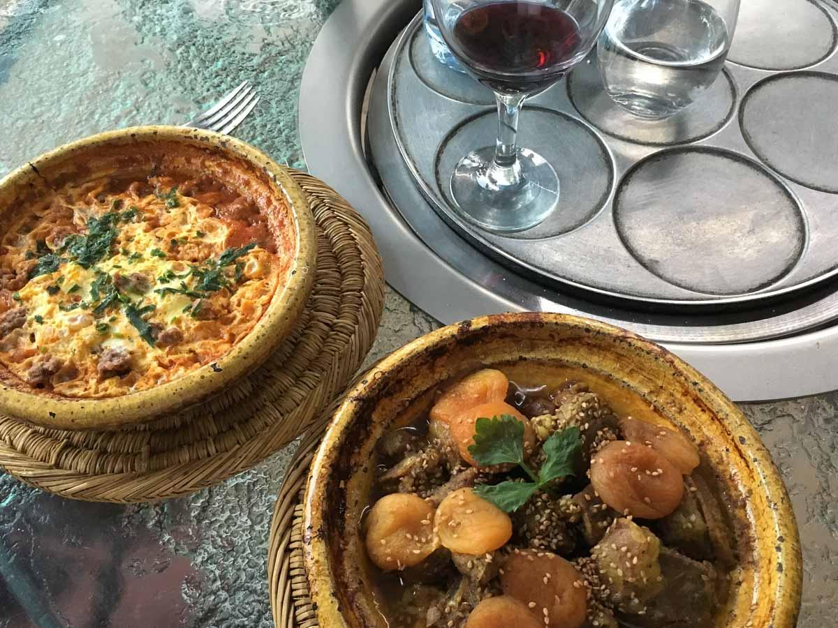 Tajine mit orientalischen Gewürzen und Rotwein - was will man mehr ...